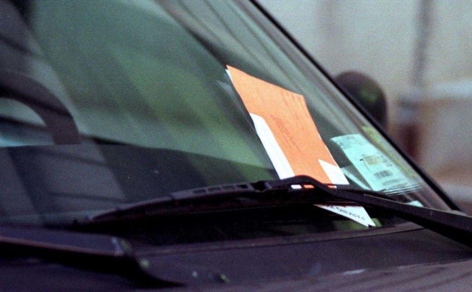 Usar tiza para llevar control del tiempo de estacionamiento es inconstitucional