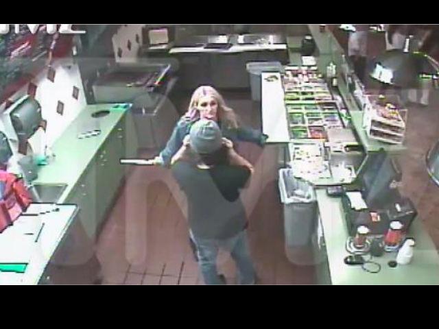 Jamie Lynn Spears, hermanita de Britney, pelea con cuchillo en mano