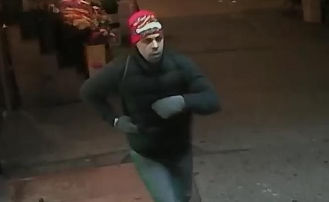 Hispano se hace pasar por policía y roba en El Bronx (video)