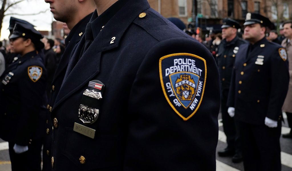 Federales están investigando si los oficiales de alto rango del NYPD recibieron regalos como parte de un acuerdo ilegal