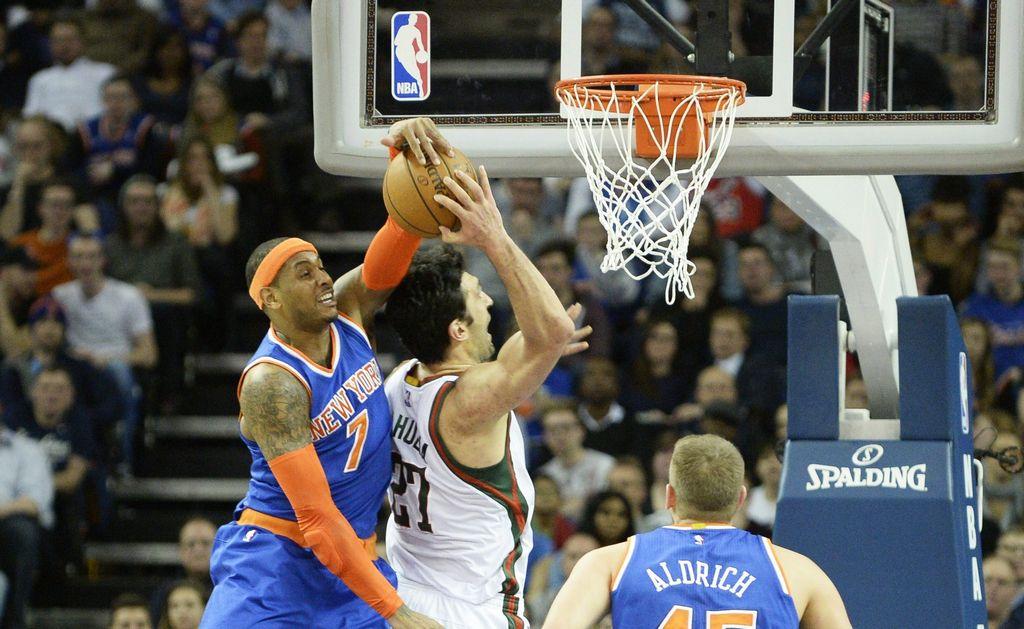 Los Bucks hunden un poco más a los Knicks