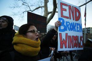 Ciudadanos arremeten contra política de ventanas rotas