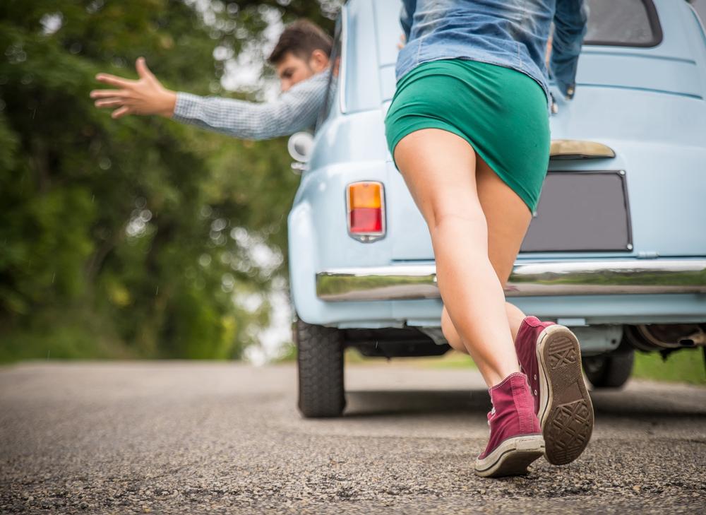 El dilema del conductor: ¿reparar el auto en el concesionario o en un taller?