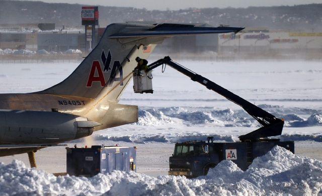 Miles de vuelos son cancelados por segundo día