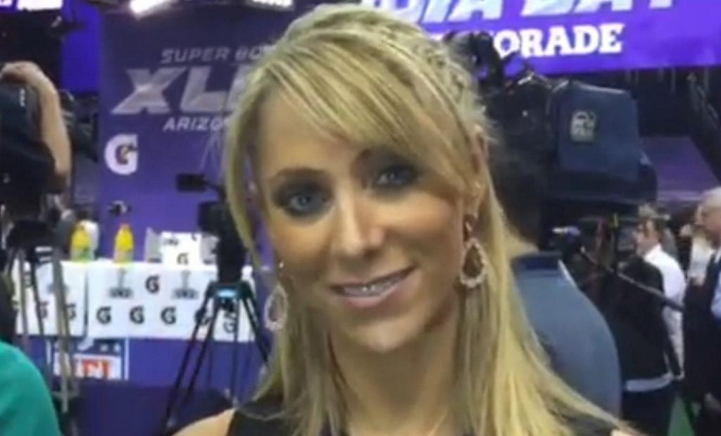 La atractiva Inés Sáinz habla del Super Bowl (Video)