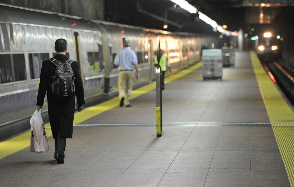 Federales investigan descarrilamiento del Metro-North