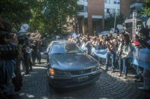 Argentinos piden paz durante funeral del juez Nisman