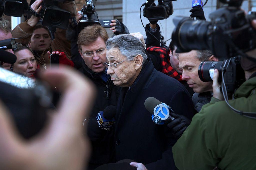Silver enfrenta cinco cargos federales por corrupción.