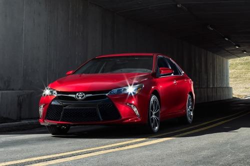 La edad promedio del comprador del Toyota Camry va descendiendo.