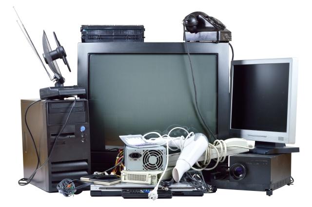 Cinco cosas que nunca debes tirar a la basura