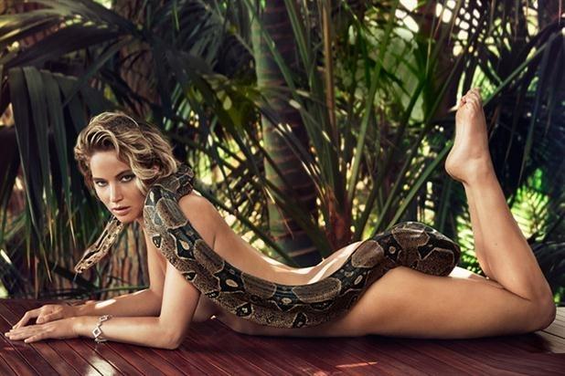 Jennifer Lawrence posa desnuda con una boa para Vanity Fair