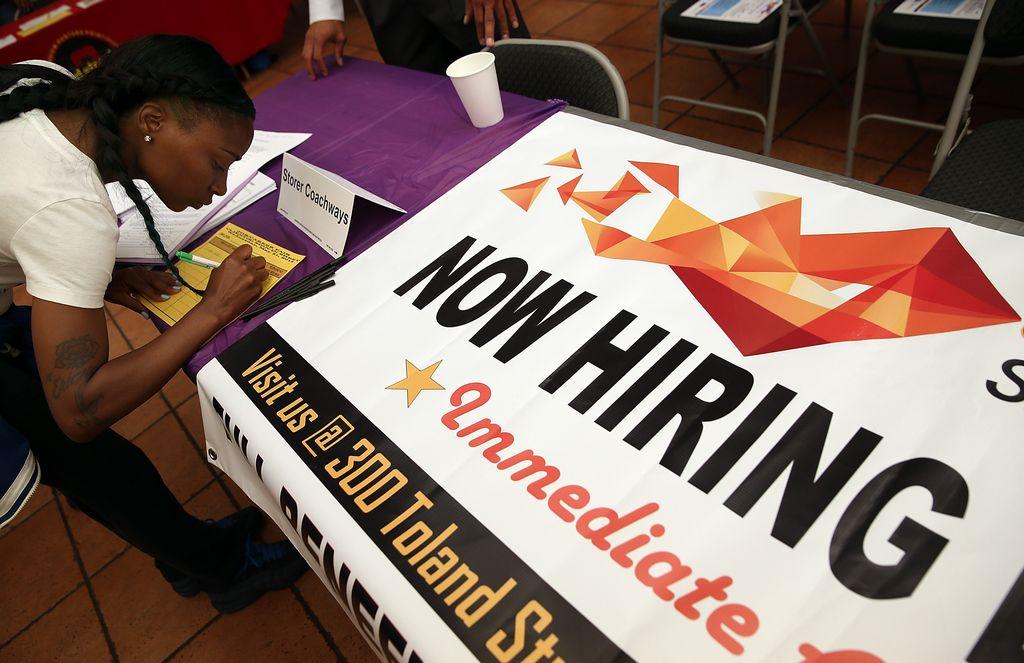 Economía de EEUU gana fuerza y crea 257,000 empleos en enero