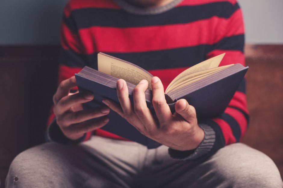 Ni biblias ni textos satánicos en escuelas públicas de Florida
