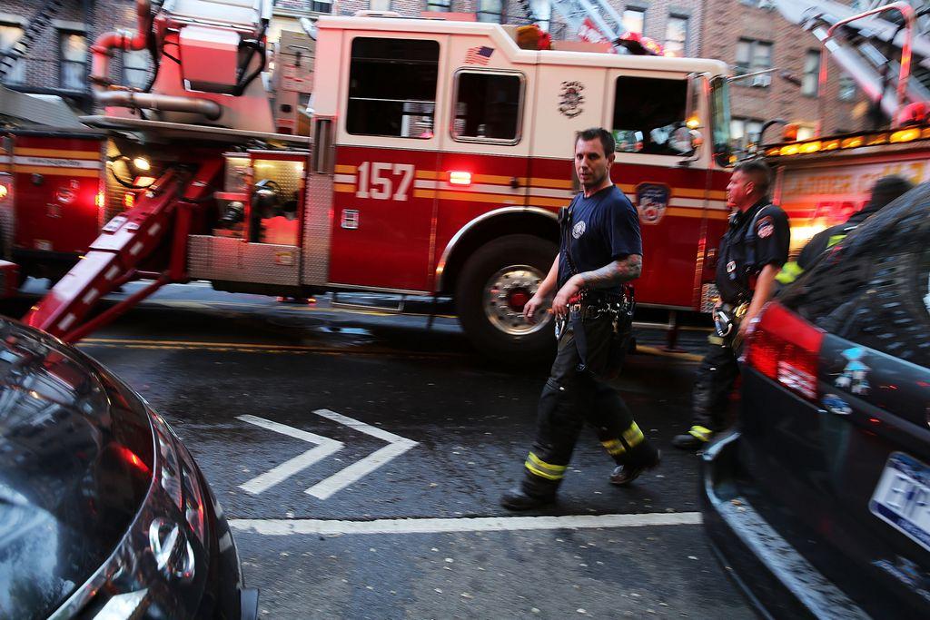 Tres bomberos también resultaron heridos.