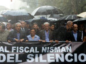 Miles marchan con la familia de Nisman en Argentina