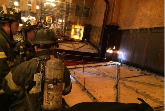 Espejo gigante aplasta a clientes de restaurante en SoHo