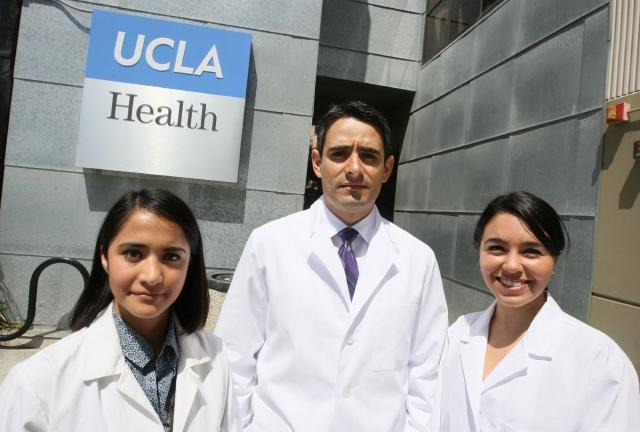 Escasean los doctores latinos