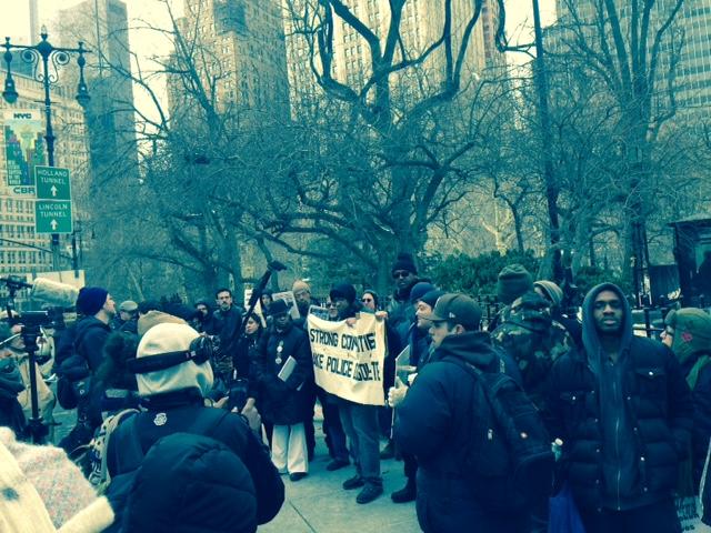 Grupos en NYC se oponen a contratación de policías
