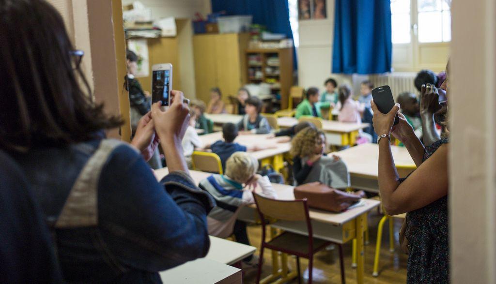 Ring de celulares en escuelas hace feliz a muchos padres