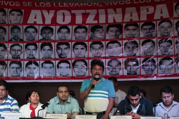 Ejército niega acceso a cuarteles a padres de los 43 de Ayotzinapa