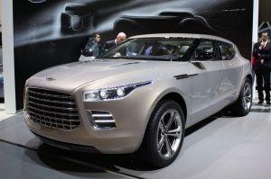 Aston Martin develó su original SUV en Ginebra