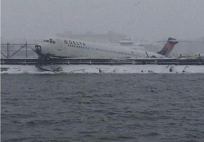 Siete pasajeros de LaGuardia sufrieron lesiones menores