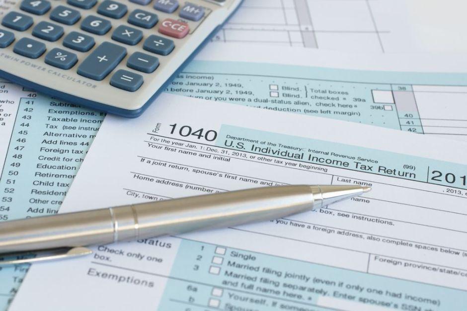 Envío de cheque de estímulo complica llegada de reembolso de impuestos a millones de estadounidenses