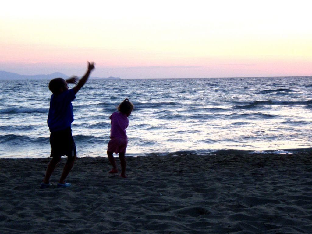El padre brinda seguridad y confianza a los hijos.
