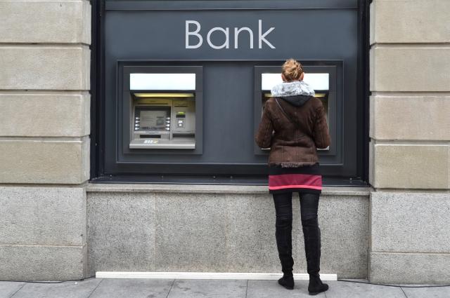 Conoce y evita los costosos recargos bancarios