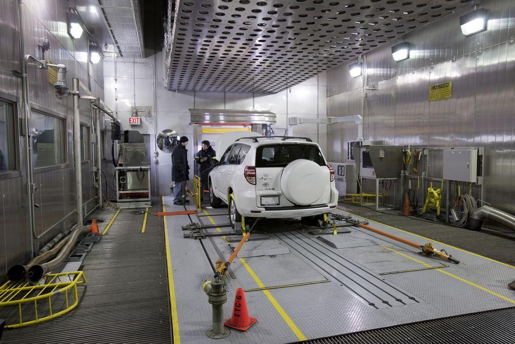 Toyota llama a revisión 2,500 vehículos con componentes Tesla