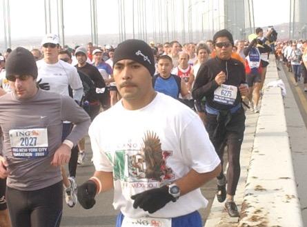 Mexicano correrá 43 millas hasta NYC por desaparecidos en Ayotzinapa