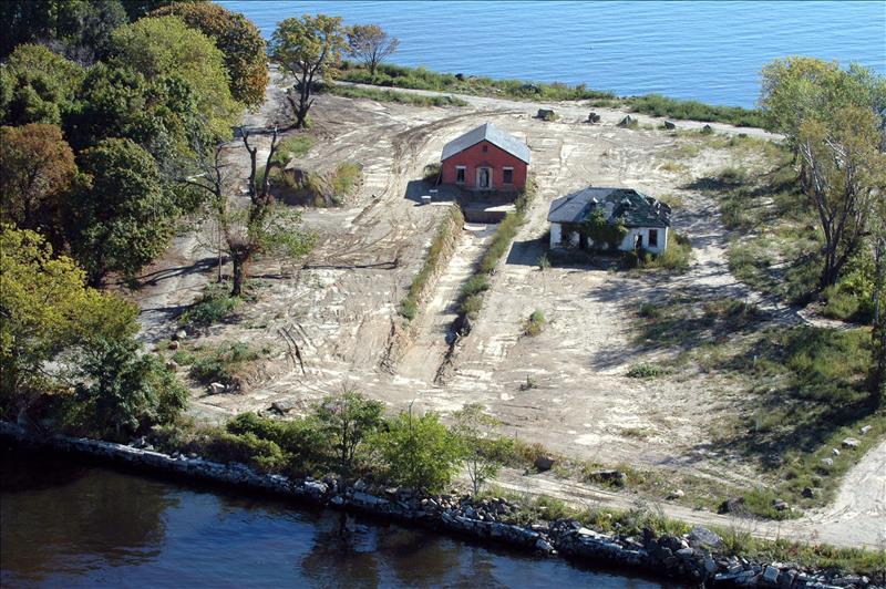 Hart Island ha albergado desde 1868 una institución psiquiátrica, un centro para jóvenes delincuentes y una prisión.