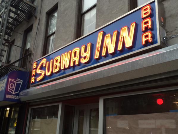 El legendario bar Subway Inn reabre sus puertas