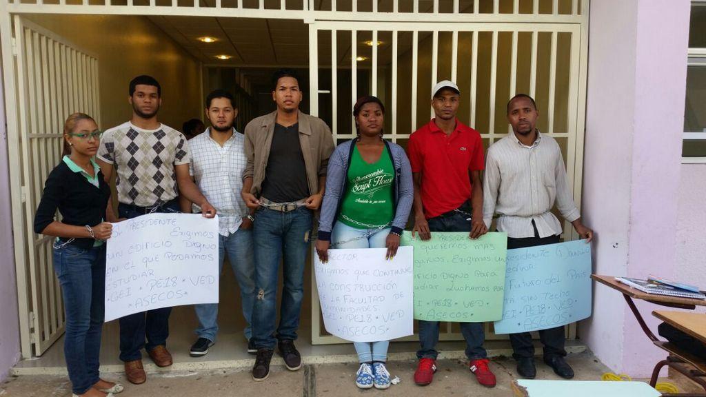 Los jóvenes reclaman apoyo al presidente.
