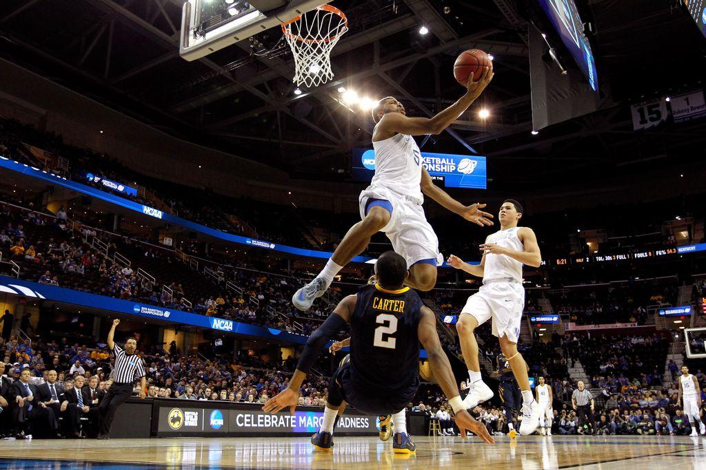 Kentucky, que marcha perfecto, no tuvo rival el jueves en Cleveland al vencer a West Virginia por 39 puntos de diferencia.
