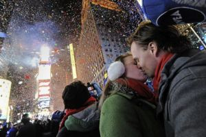 Ponen en duda tamaño de multitud que recibe el año en Times Square de Nueva York