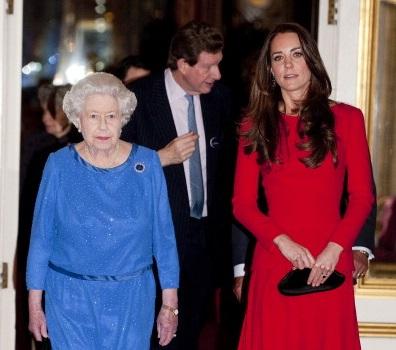 Al parecer los gustos en colores no es lo único que contrasta entre la reina Isabel II y Kate Middleton, duquesa de Cambridge.