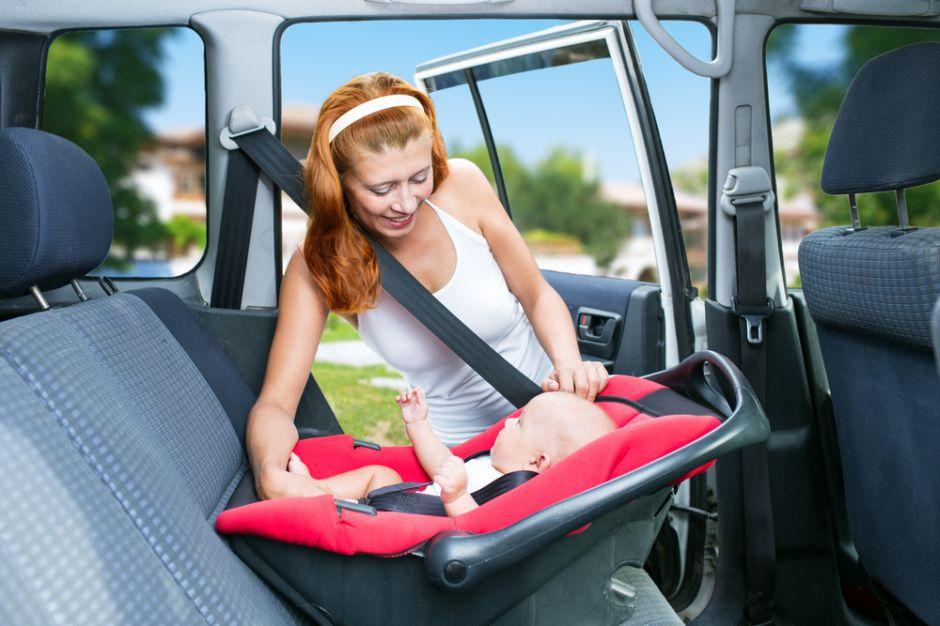Por qué instalar el asiento del bebé no es tan fácil como piensas
