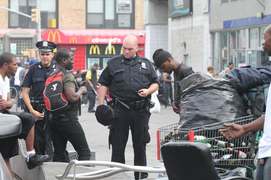 El NYPD enviará más policías a calle 125 para lidiar con desamparados