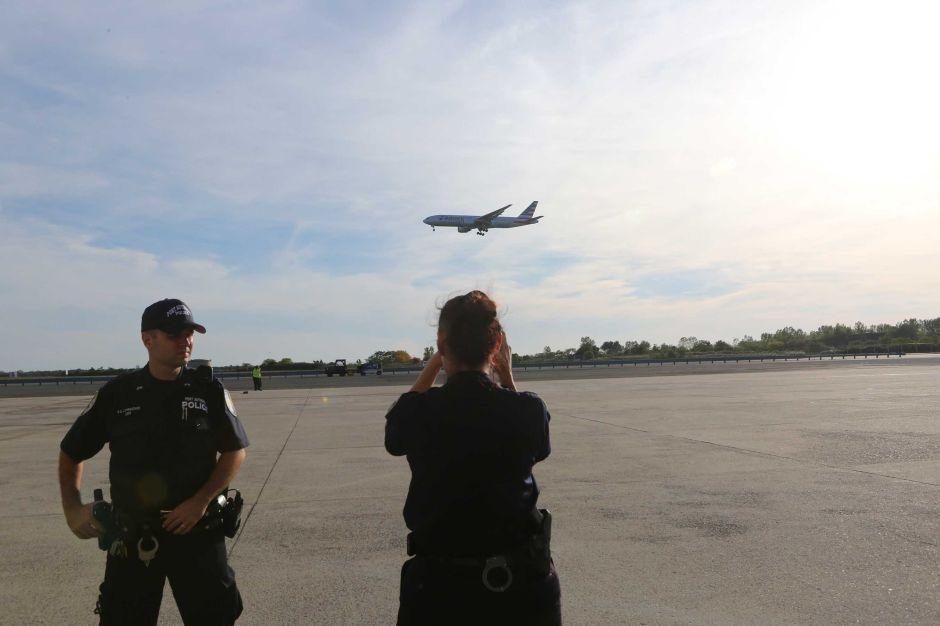 FBI busca a bromista de rayo láser que está apuntando a aviones en Nueva York