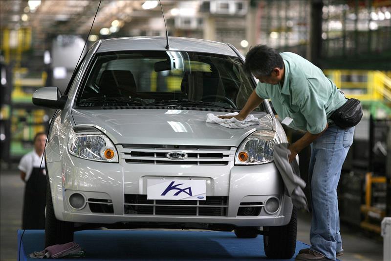 Ford manda de vacaciones a 6,800 empleados en Brasil