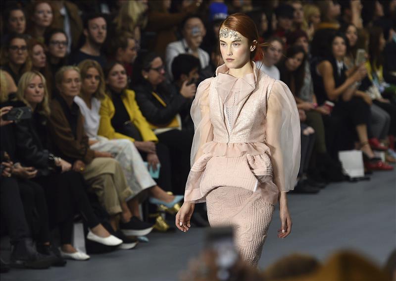 La London Fashion Week abre de rosa