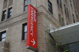 Hombre gravemente apuñalado manejó hasta el hospital para salvar su vida en El Bronx