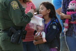Administración Trump presiona para deportar a niños inmigrantes