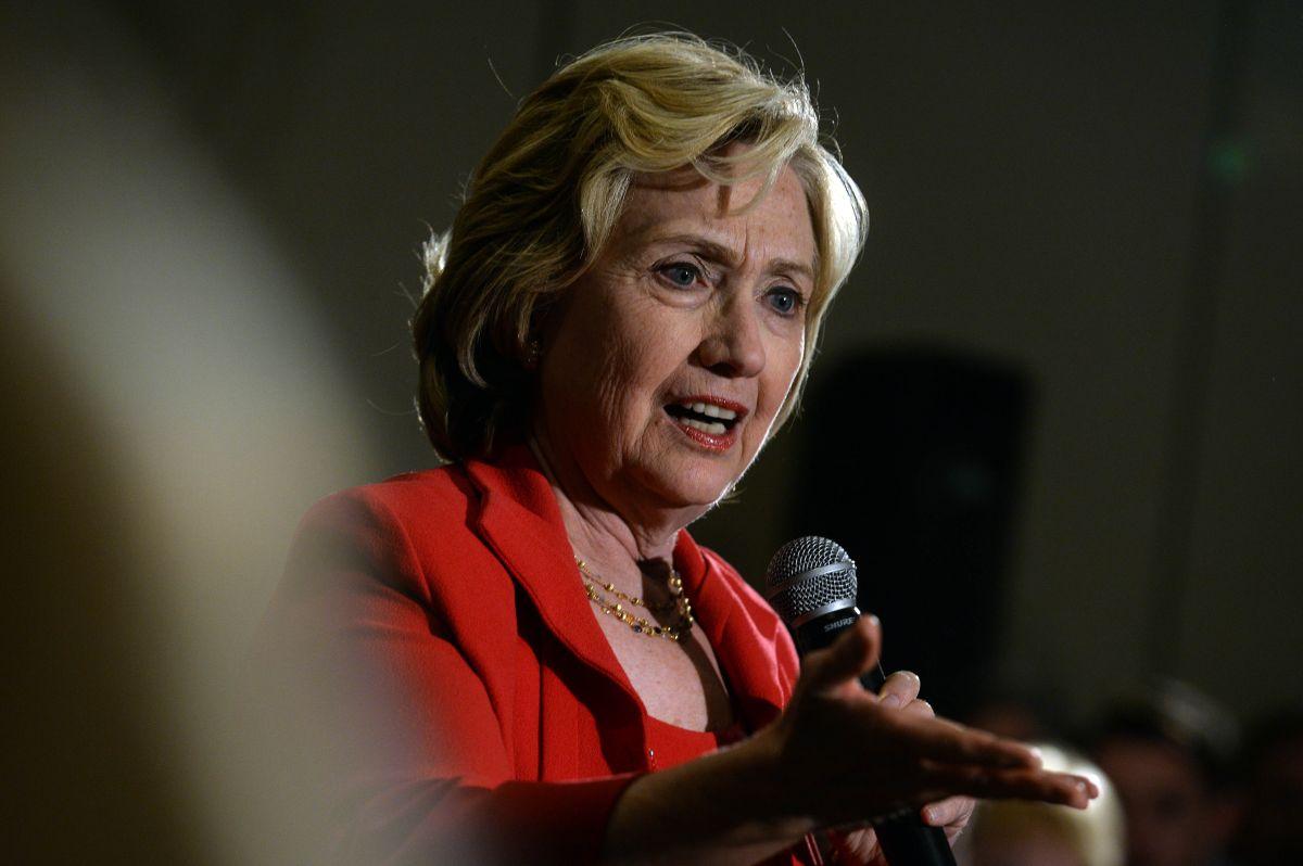 Se le escapan las mujeres a Hillary Clinton