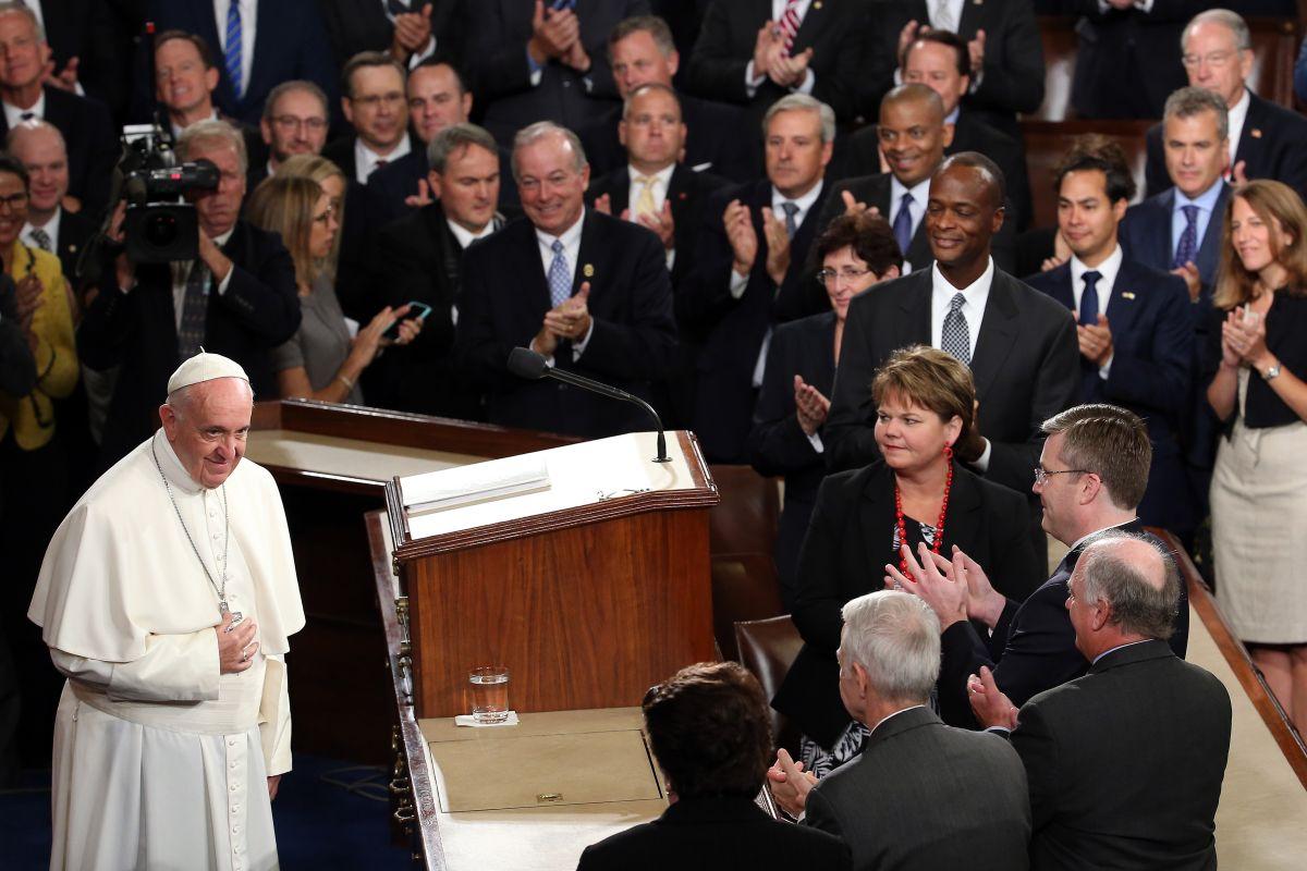 El Papa Francisco aboga por los inmigrantes ante un Congreso que evade la reforma migratoria