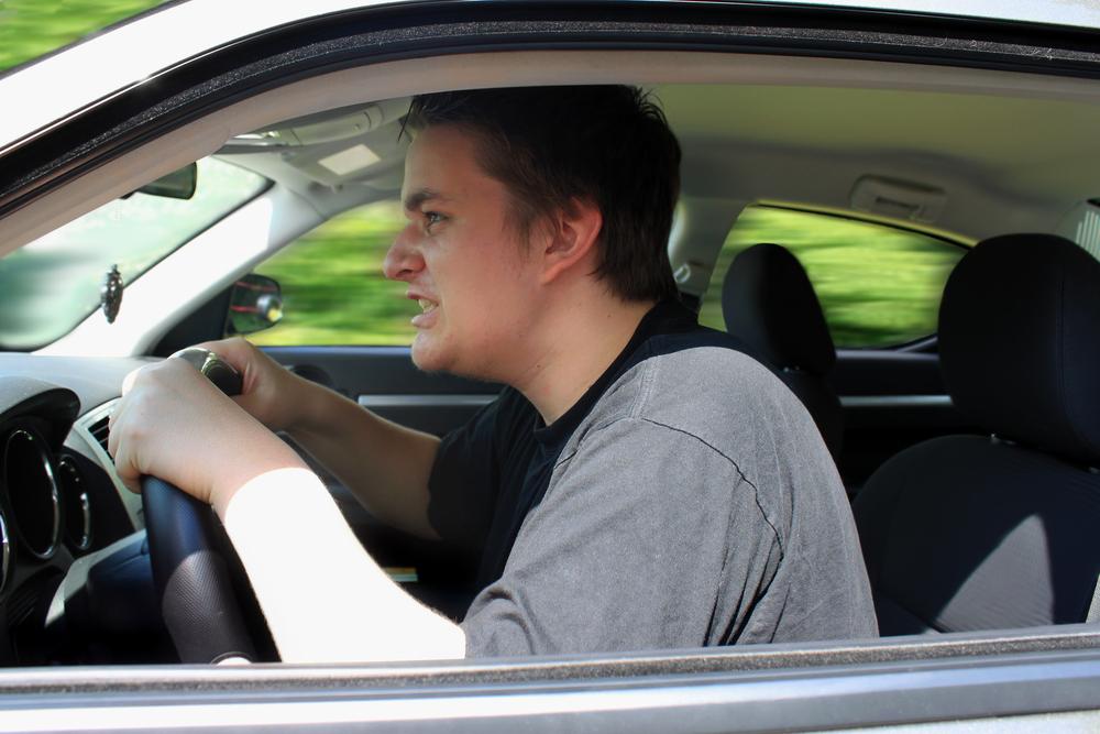 Los hombres causan más accidentes viales que las mujeres