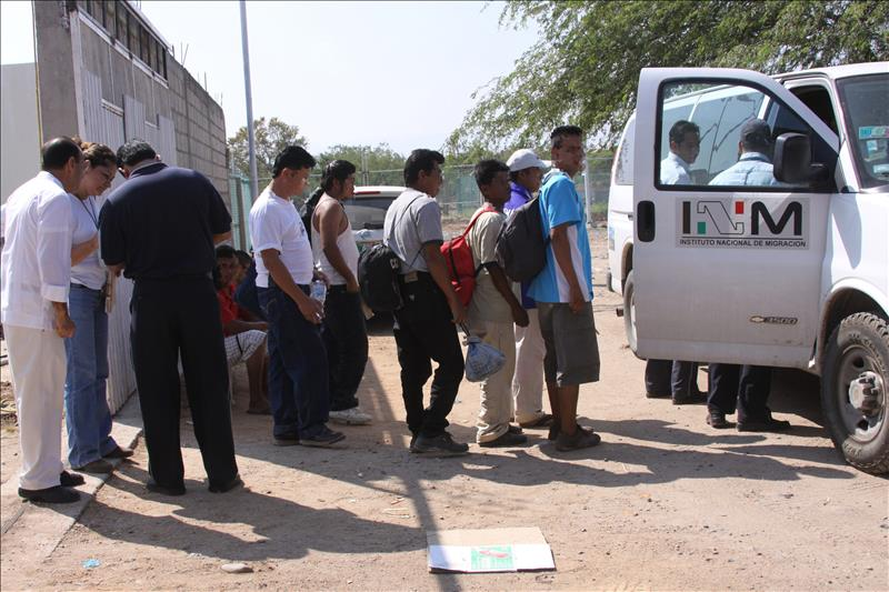 Agentes rescatan a 41 inmigrantes en México