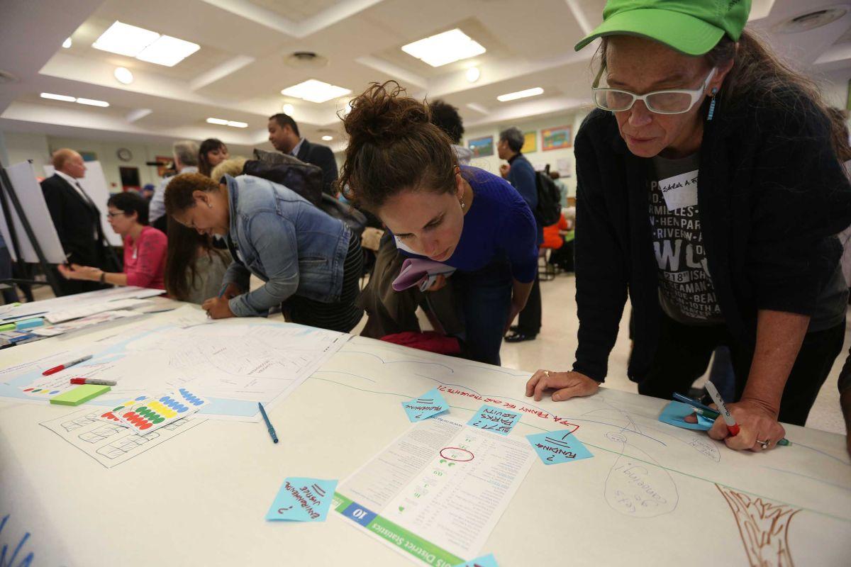 Comunidad discute la rezonificación de Inwood