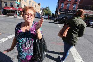 Familiares y amigos recuerdan en su peluquería a víctima de explosión